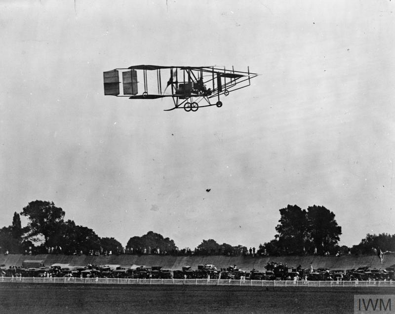 Cody Aircraft Mark III passes over Brooklands race track 1911
